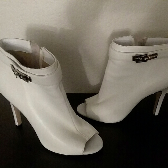 Wayne Cooper White Ankle Boots